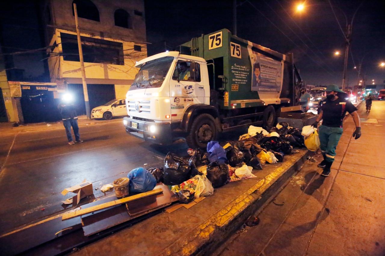 Callao: inician recojo de basura, pero extrabajadores de limpieza vuelven a frustrar labores   FOTOS