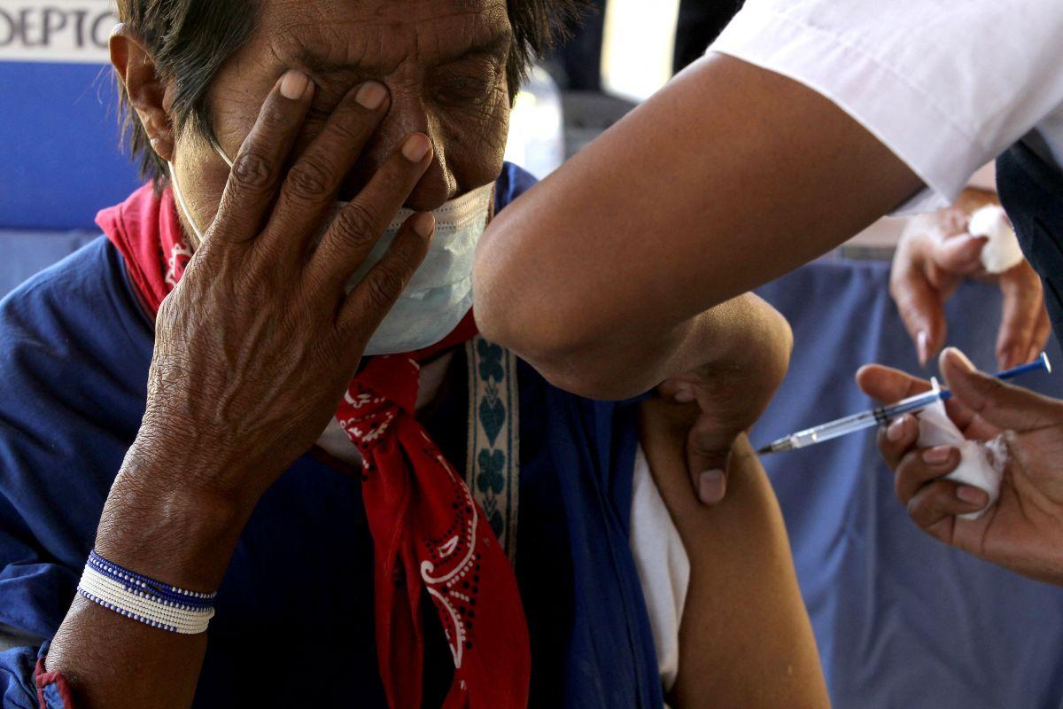 Indígenas en México se vacunan contra el coronavirus bajo el asedio de los cárteles del narcotráfico | FOTOS