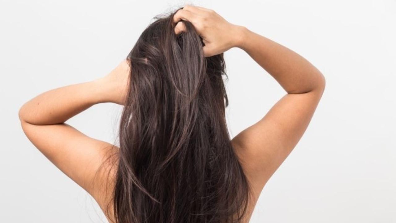 ¿Por qué es importante exfoliarnos el cabello?