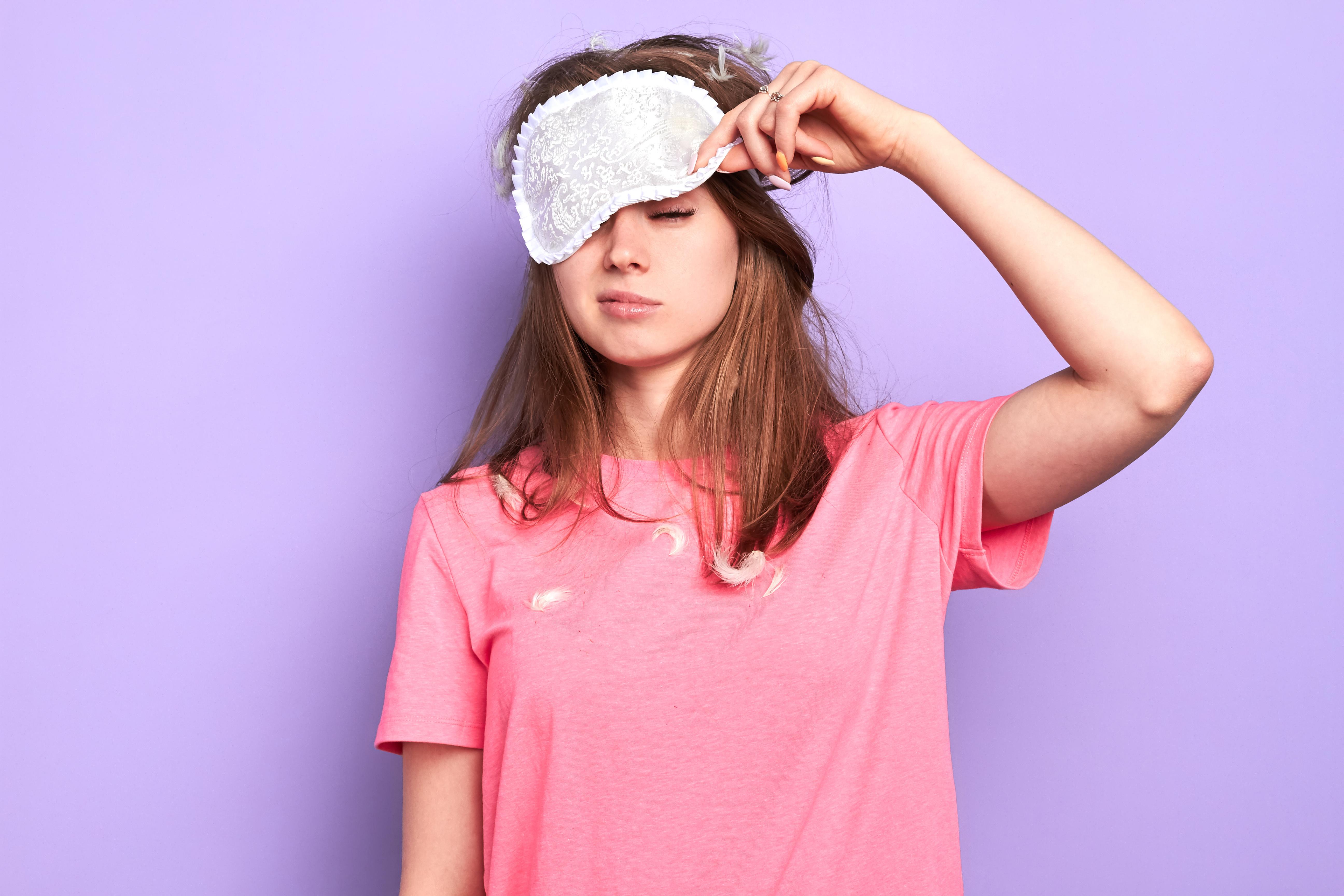 Cabello sano: las razones por las que no deberías sujetarlo para dormir
