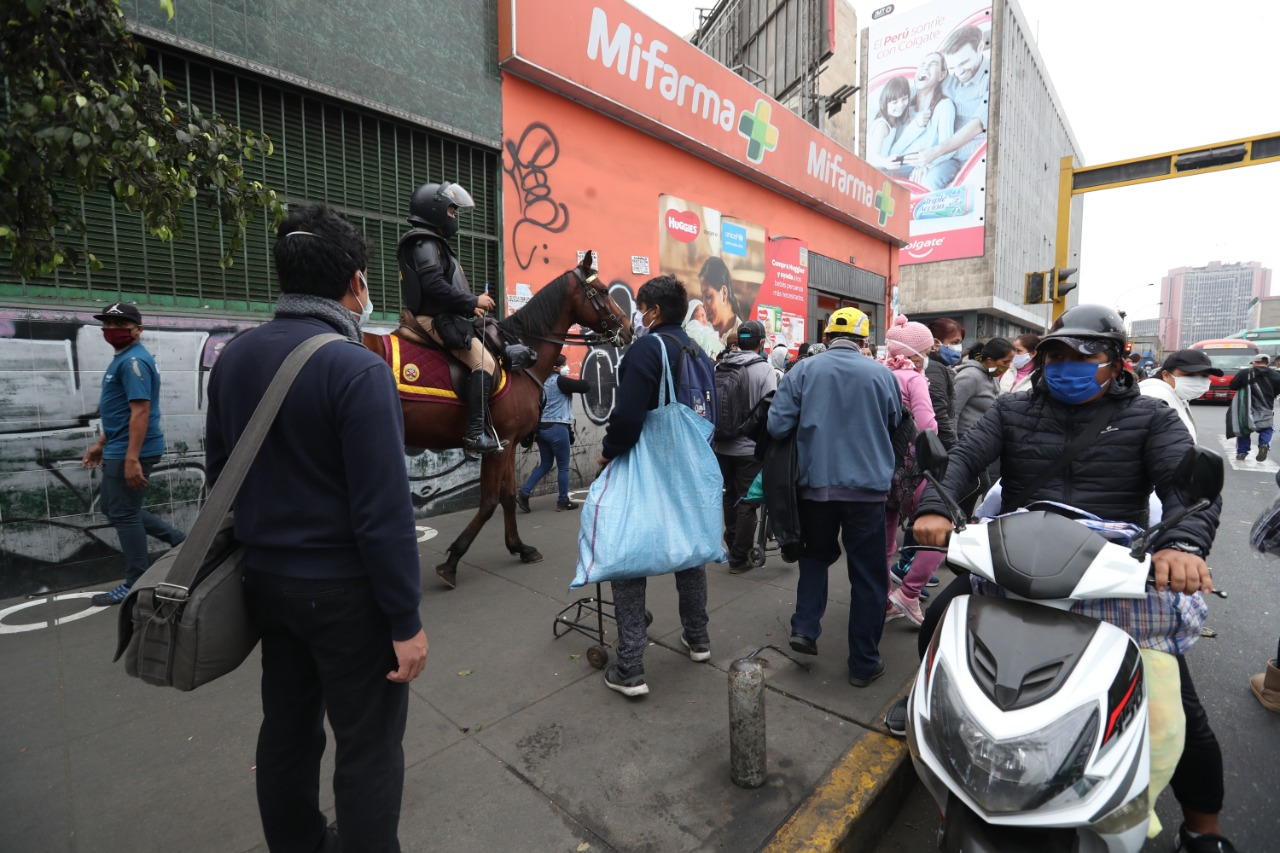 Coronavirus en Lima: ambulantes intentaron invadir otra vez las avenidas Manco Cápac y Grau | FOTOS