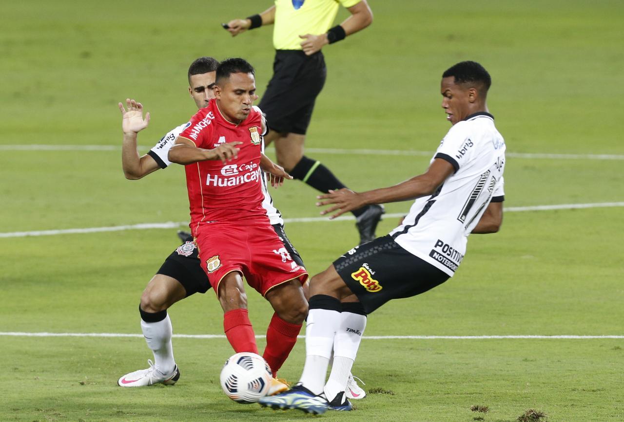 Huancayo fue goleado 3-0 por Corinthians en Lima