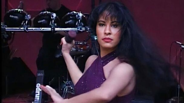 Selena Quintanilla: de negro azabache a rubio, las fotos que no conocías de su cambio de look