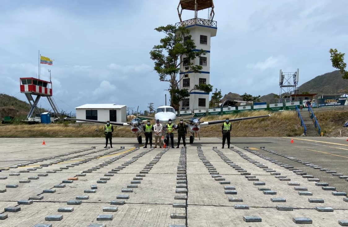 Encuentran 446 kilos de coca en avión cuyo dueño sería la pareja de  Alejandra Azcárate   EL ESPECTADOR