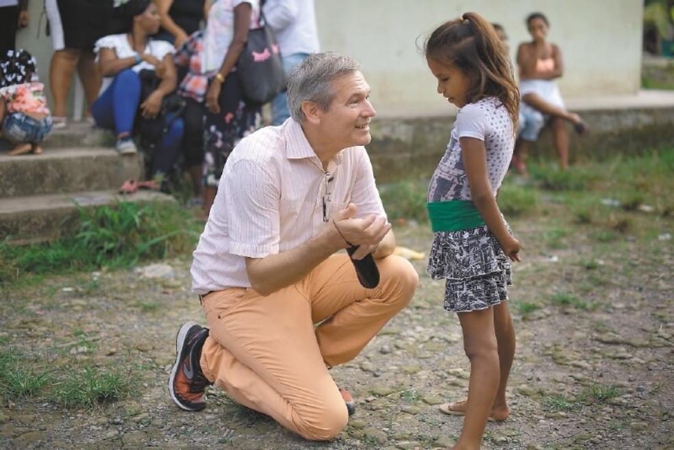 Gautier Mignot, embajador de Francia en Colombia, en su visita a los líderes de Riosucio (Chocó).