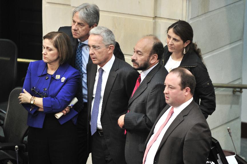 Centro Democrático reclama 'representación política' al gobierno   EL  ESPECTADOR
