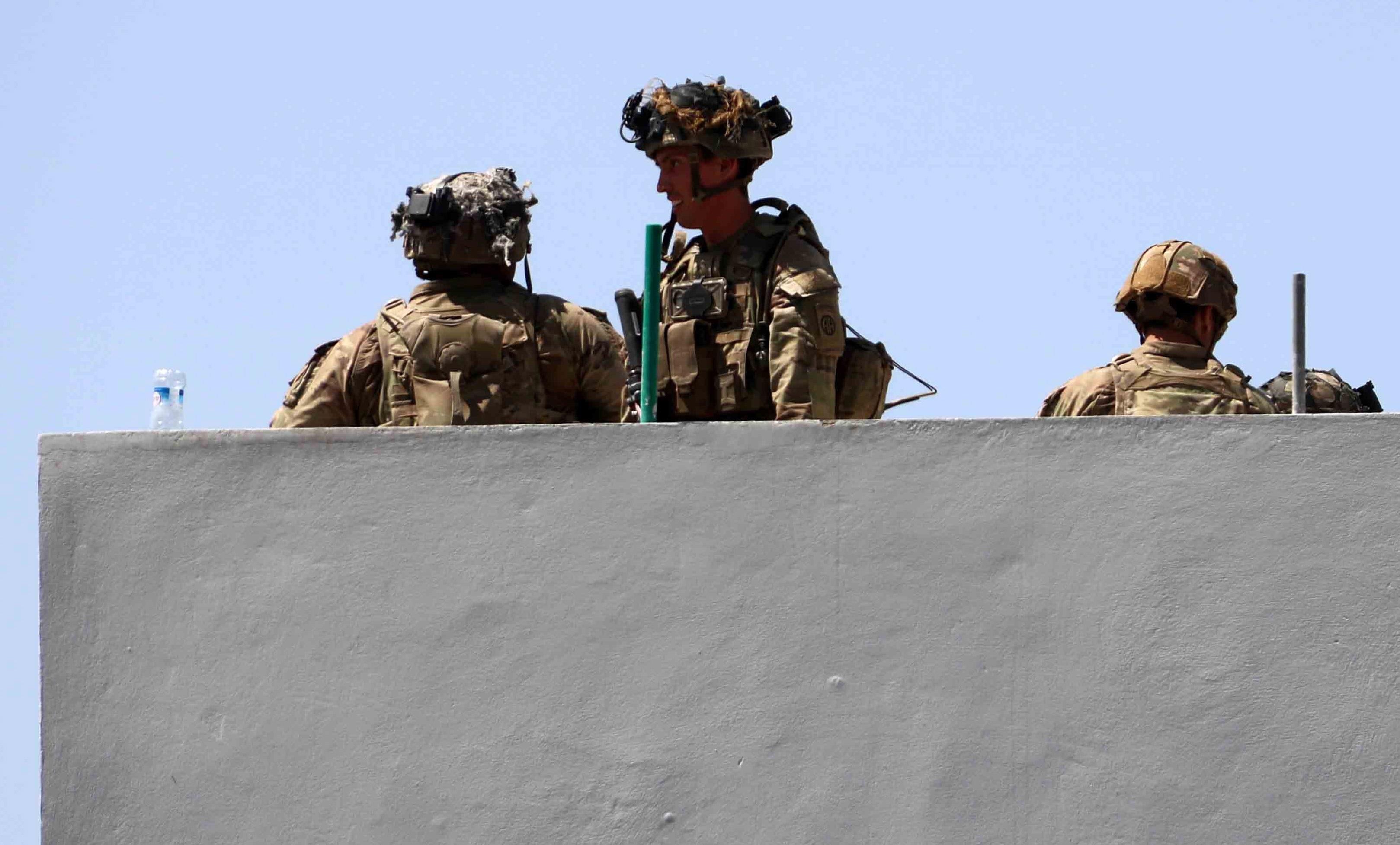 Miles de soldados estadounidenses aún no se han vacunado contra el COVID-19