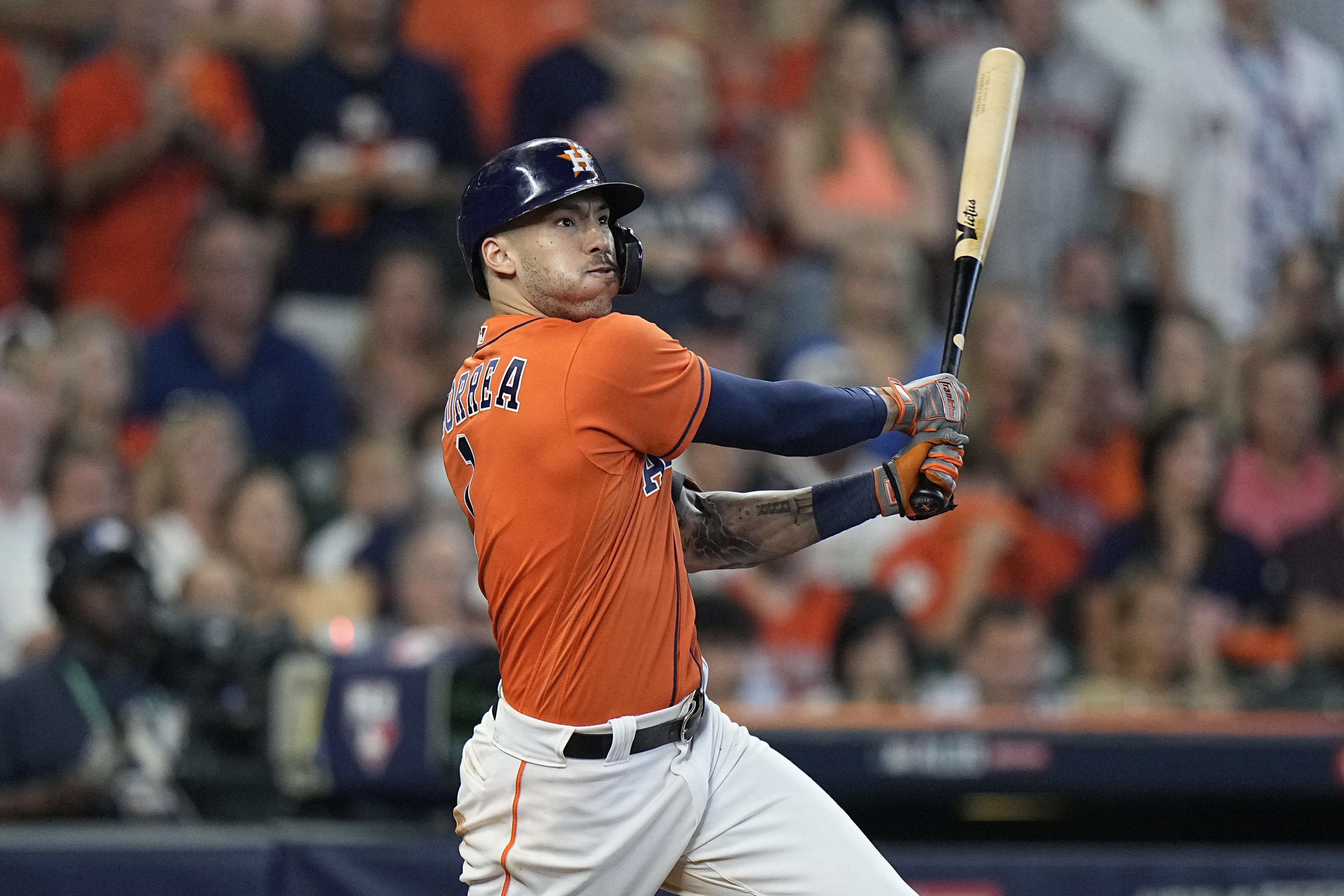 Correa y los Astros van tras la barrida de serie en Chicago