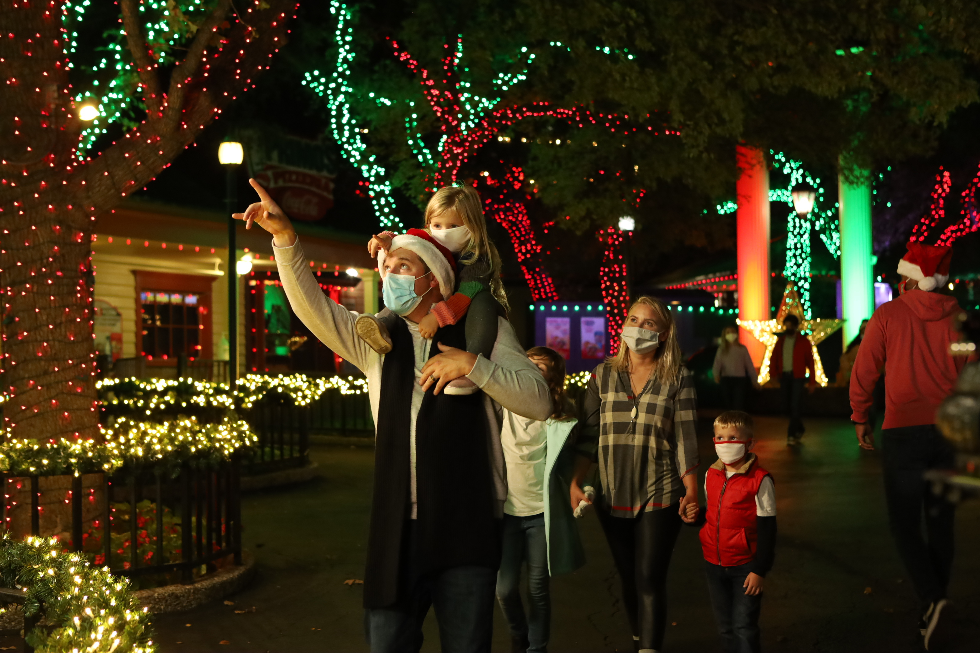 Fiesta Texas Christmas 2021 Holiday In The Park Returning To Six Flags Fiesta Texas With Christmas Lights Larger Than Life Props