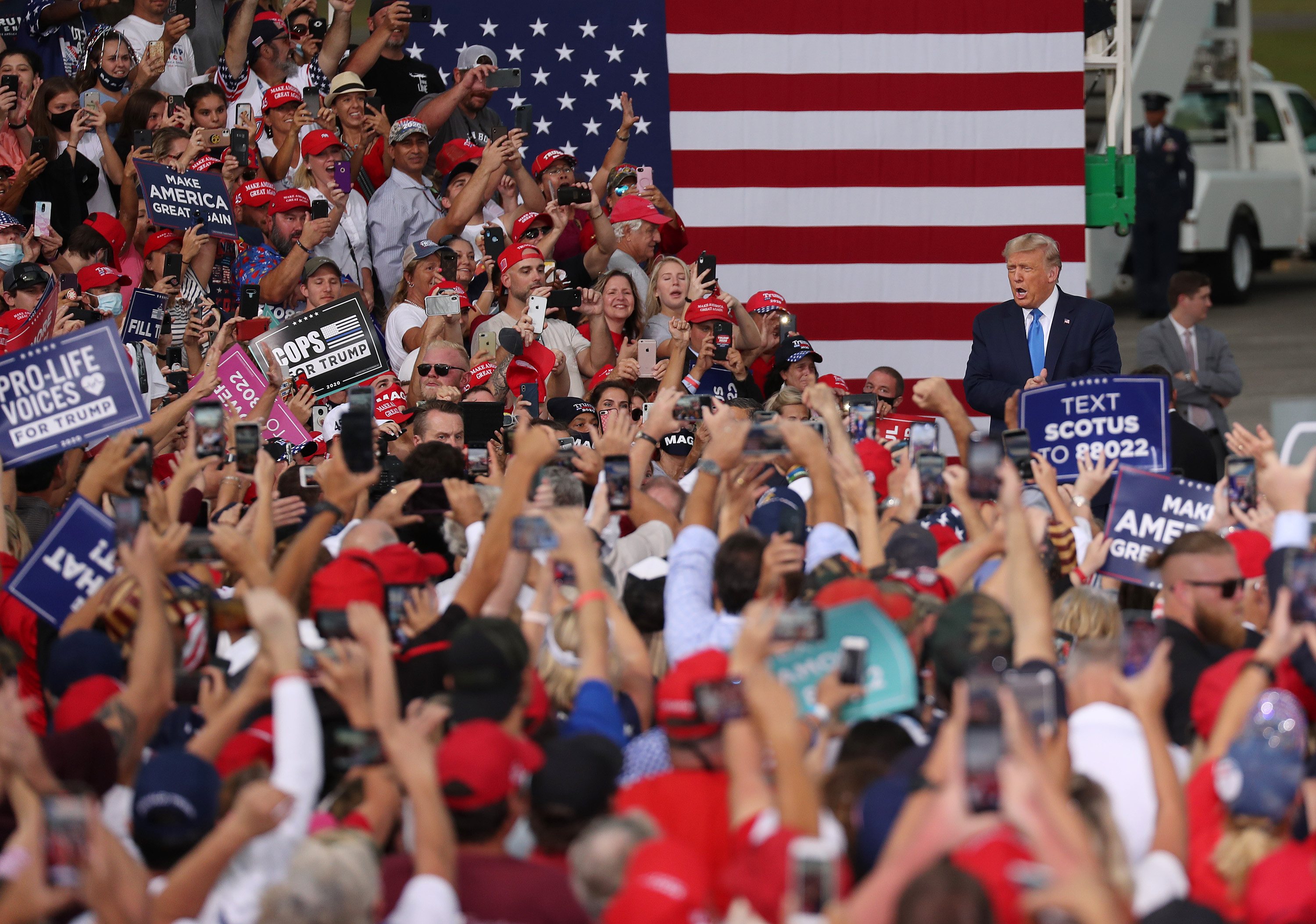 president trump visits jacksonville for great american comeback rally https www news4jax com news local 2020 09 24 watch live jacksonville crowd awaits rally by president trump
