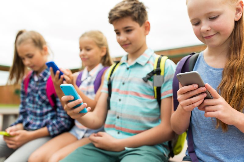 Cellphones safety in schools
