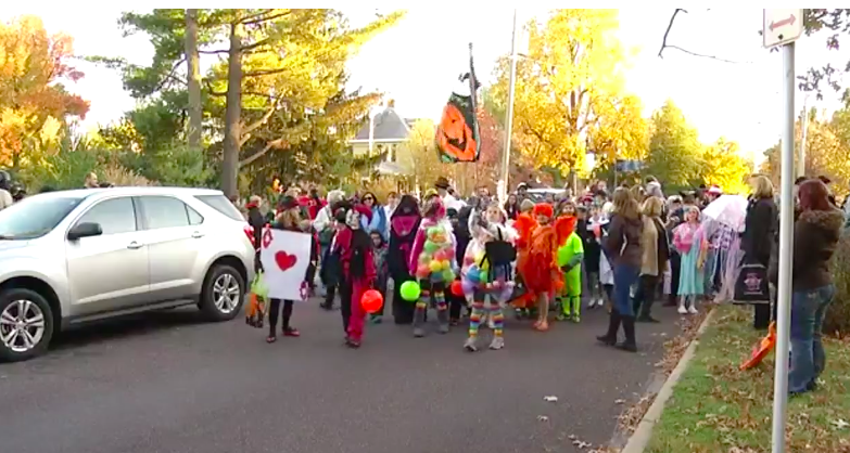 Halloween Parades Springfield Mo 2020 VIDEO: Rountree Neighborhood in Springfield hosts annual Halloween