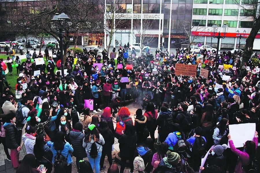 Marcha en Temuco para pedir justicia por la violación de Antonia Barra -
