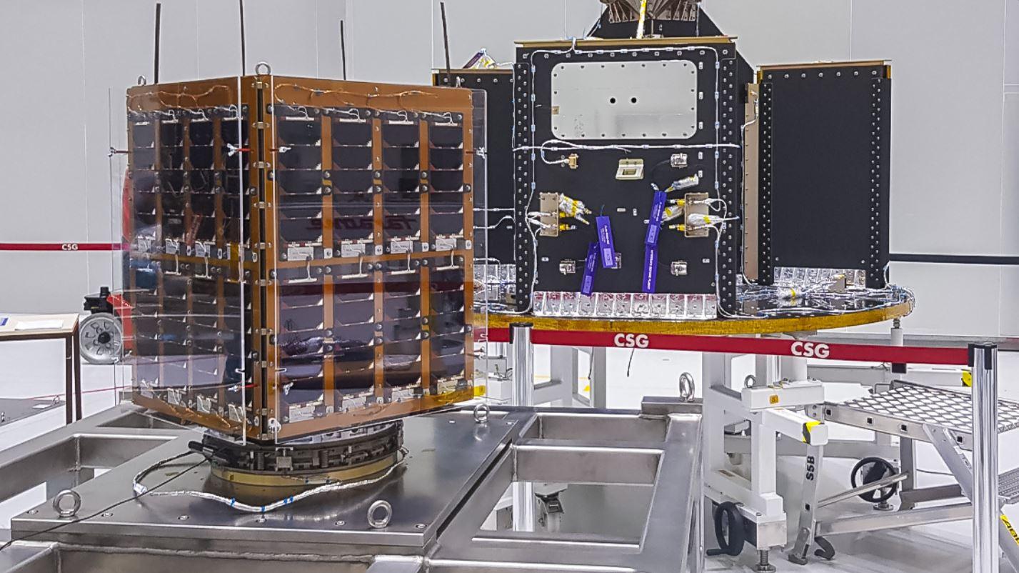 """Este """"racimo"""" está integrado por siete pequeños satélites (que pesan entre 15 y 150 kg), así como por 46 nanosatélites, de entre 300 gramos y 11 kilos."""