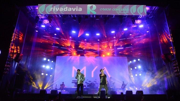 Maxi y Agustín dieron un gran recital en la previa a Sebastián Yatra.