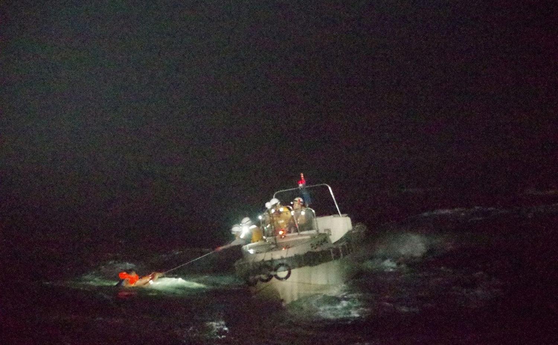 Tareas de rescate en las costas de Japón -