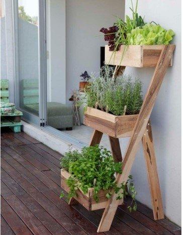 Las huertas caseras son cada vez más frecuentes en los hogares. Buscar estanterías diseñadas para plantas aromáticas y hortalizas es lo más conveniente y accesible.