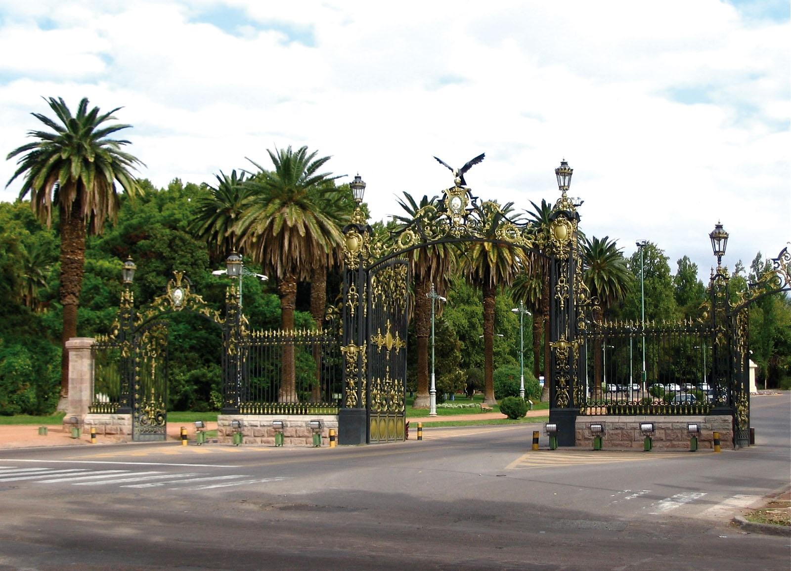 La Provincia licitó el mantenimiento del Parque, Cerro de la Gloria y Centro  Cívico   Vía Mendoza