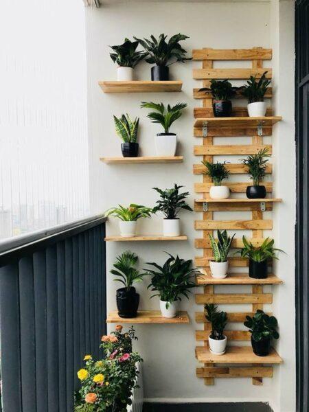 Una opción para optimizar el espacio. Es importante elegir las plantas de acuerdo al clima del balcón o terraza.