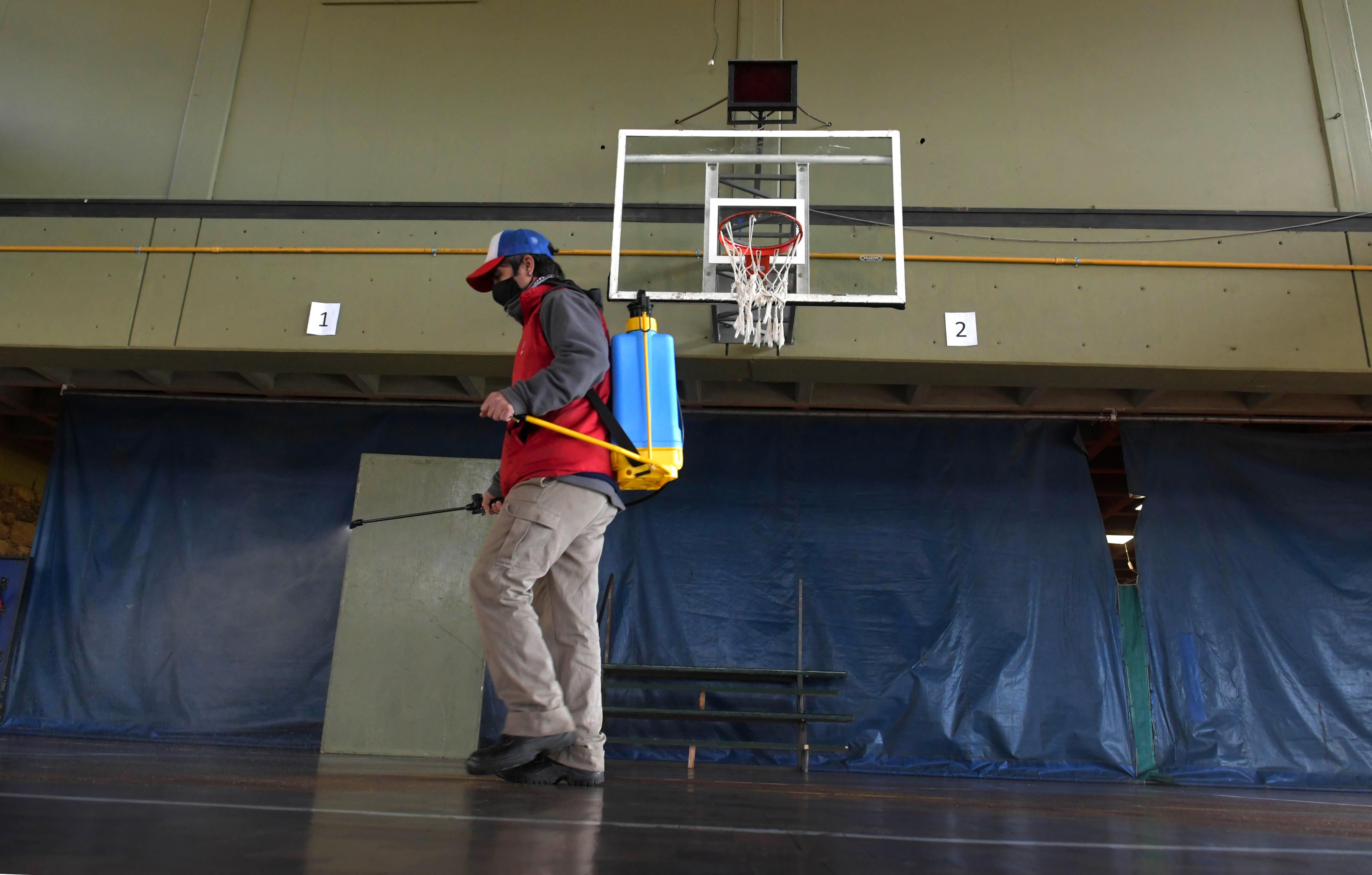 El básquet, una de las actividades que volverá a los clubes de Mendoza bajo medidas sanitarias. / Orlando Pelichotti