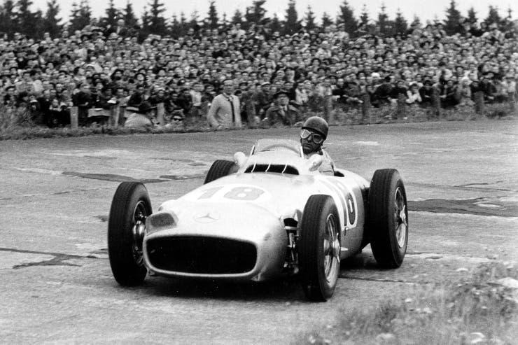 Fangio mantuvo el récord mundial en títulos en la categoría reina del automovilismo.