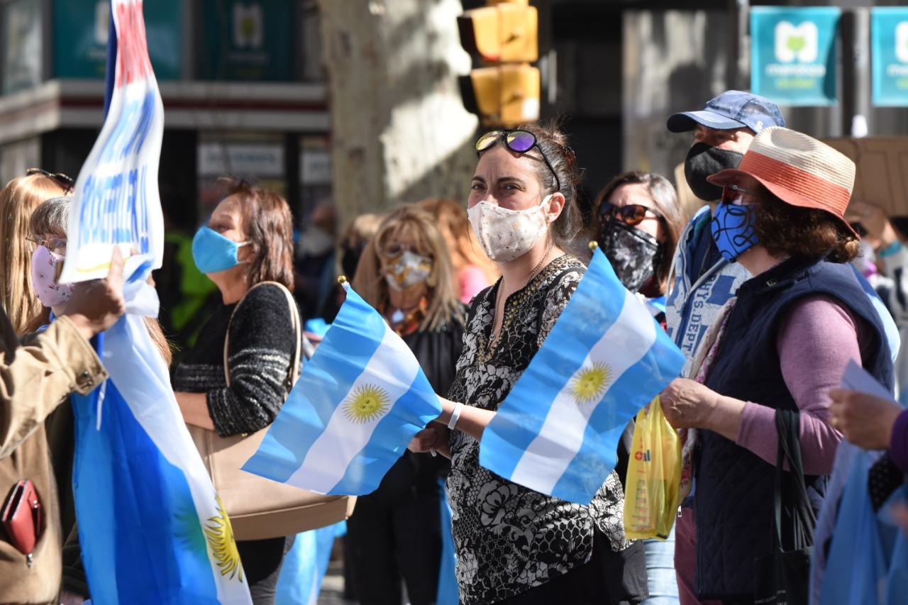 Mendocinos salieron a la calle para mostrar su disconformismo con las medidas impuestas por el Gobierno Foto: Mariana Villa