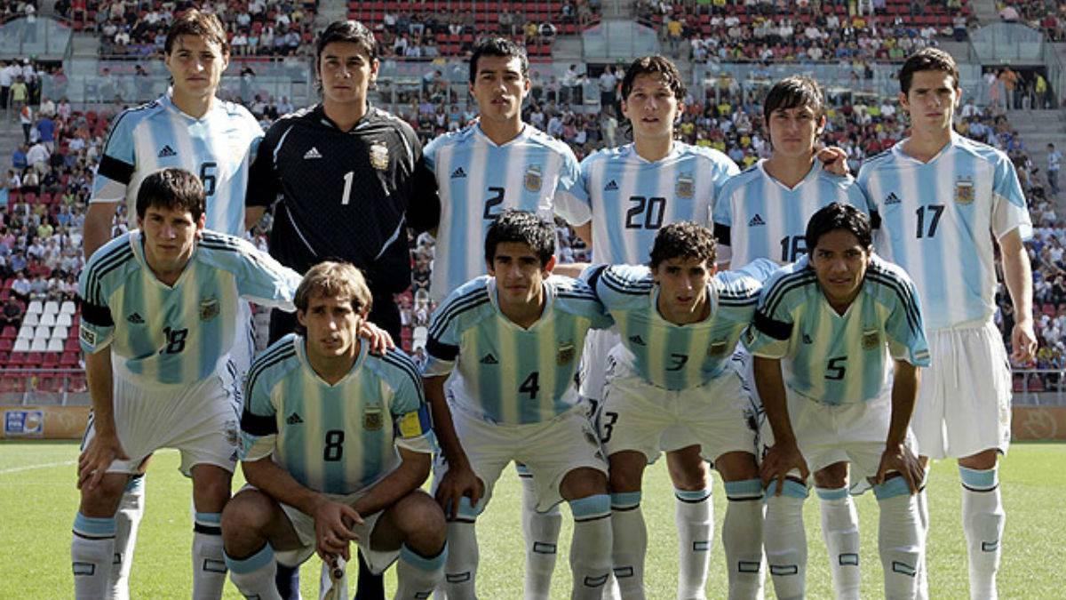 Parados: Paletta, Ustari, Cabral, Oberman, Cardozo y Gago. Agachados: Messi, Zabaleta, Barroso, Formica y Torres.