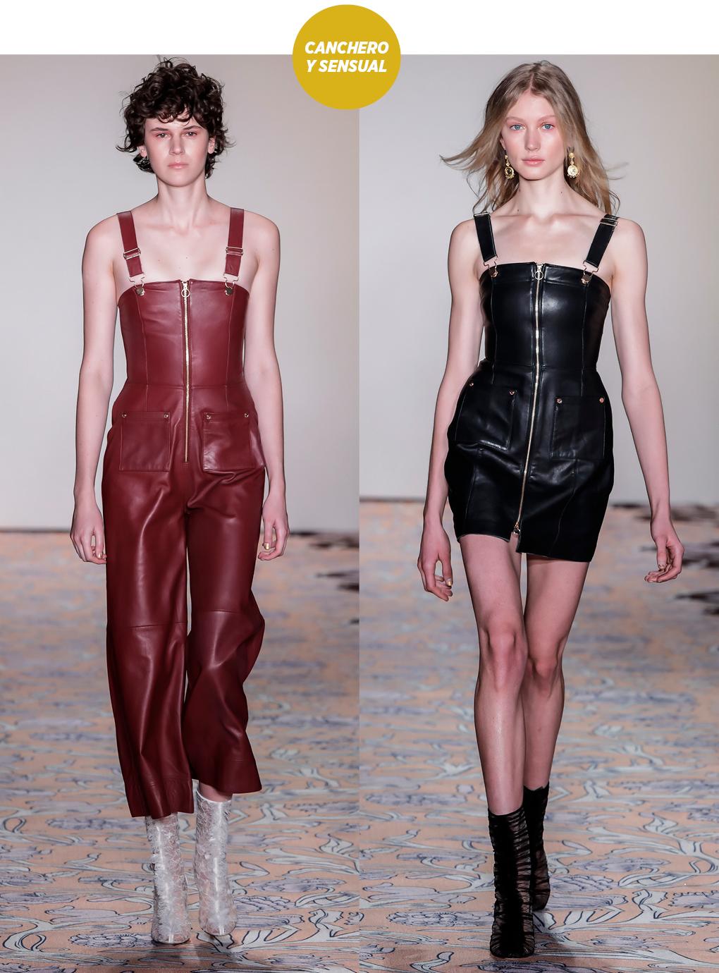 Dos modelos en pasarela lucen un total look en cuero, bordó y marrón.