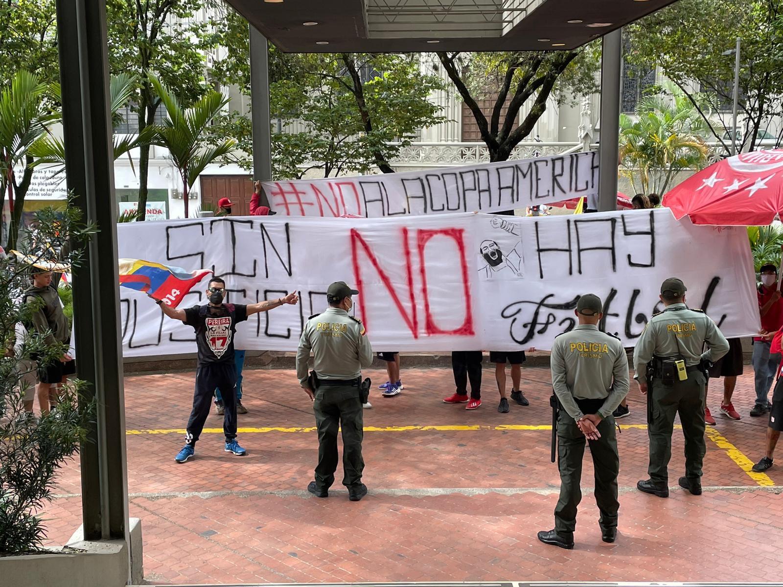 Manifestantes buscan impedir partido de Libertadores