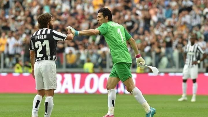 """Buffon le da singular bienvenida a Pirlo en Juventus: """"¿Ahora ..."""