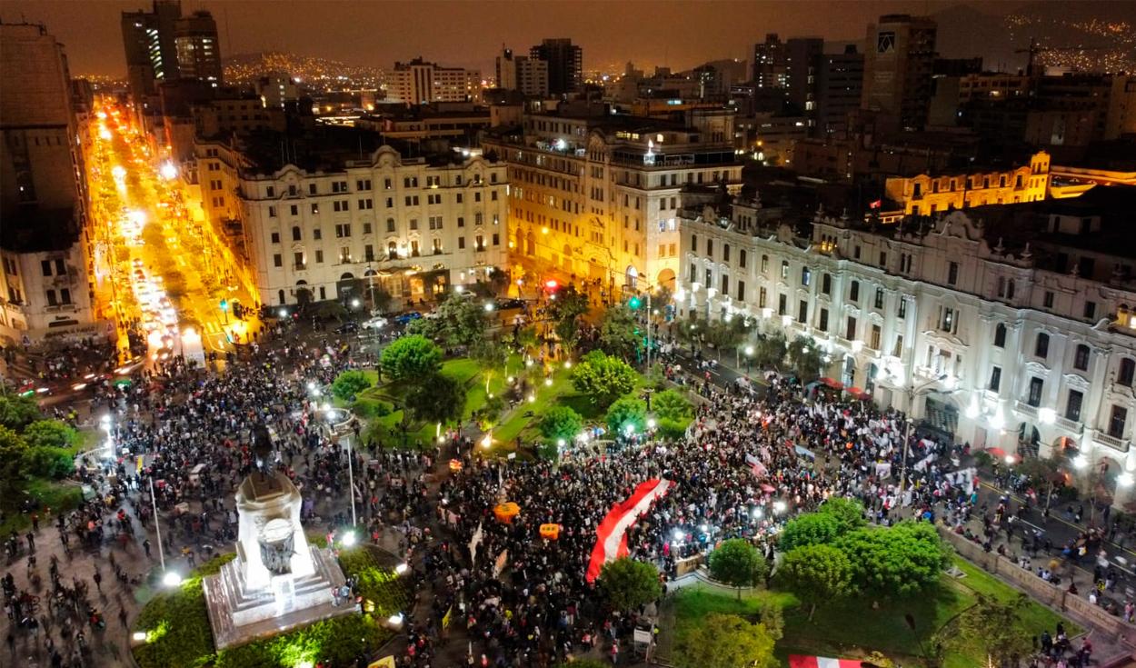 Así luce la Plaza San Martín en las manifestaciones contra Keiko Fujimori. Foto: Aldair Mejia/La República