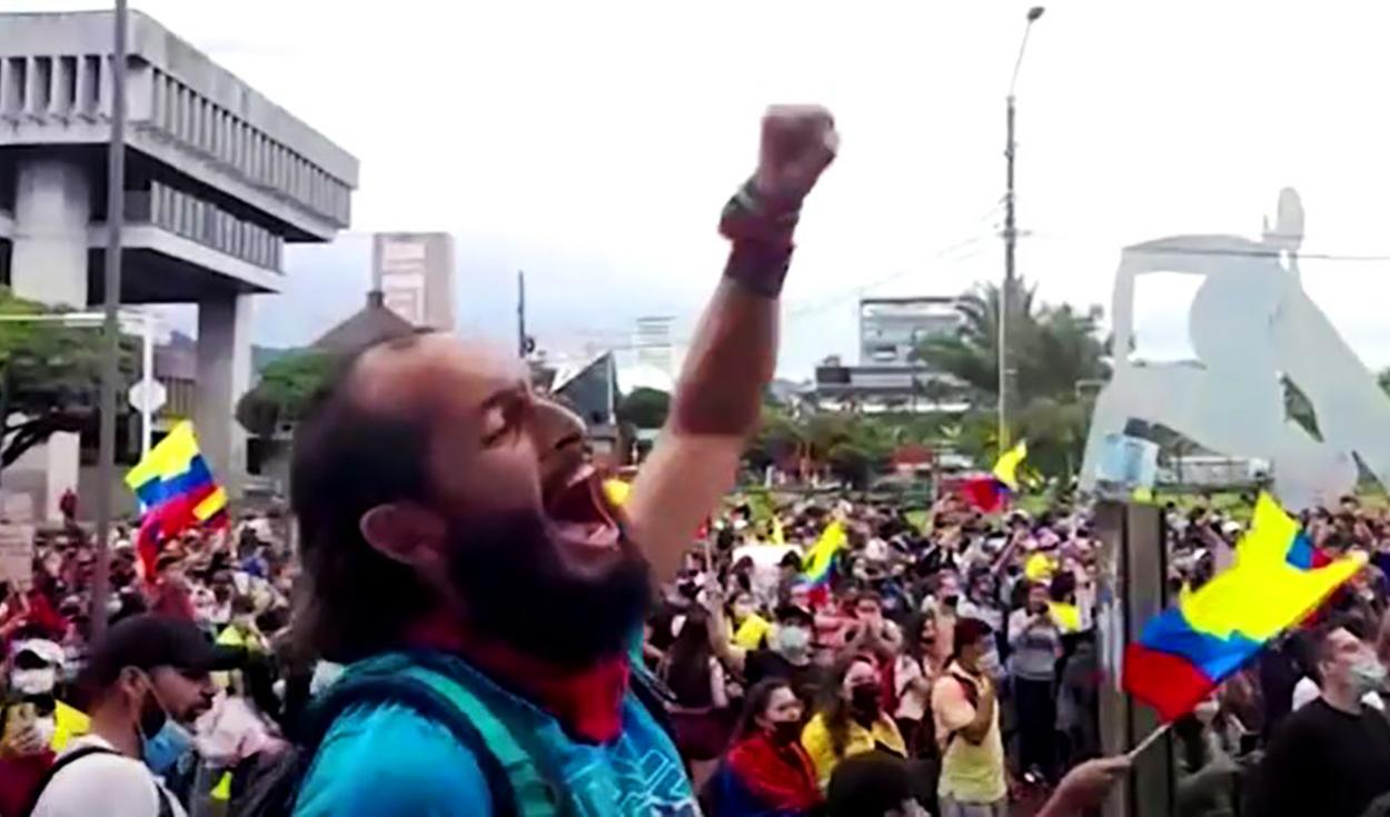 Marcha en homenaje a Lucas Villa en Pereira