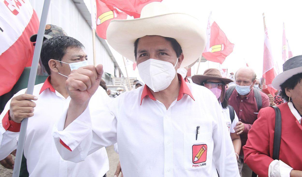 Pedro Castillo pasó a la segunda vuelta electoral con más del 19% de votos, según la ONPE. Foto: La República