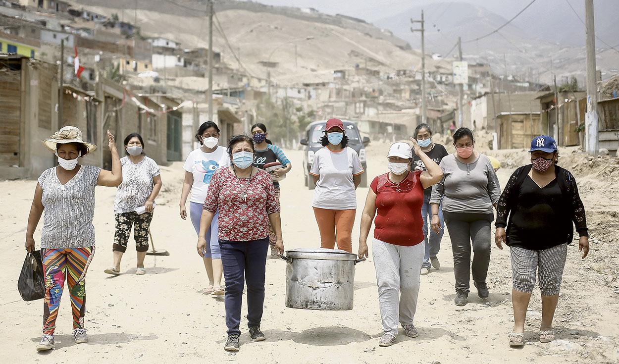 Las mujeres que organizan las ollas comunes son un símbolo de amor y solidaridad. <strong>Foto: Antonio Melgarejo/La República</strong>