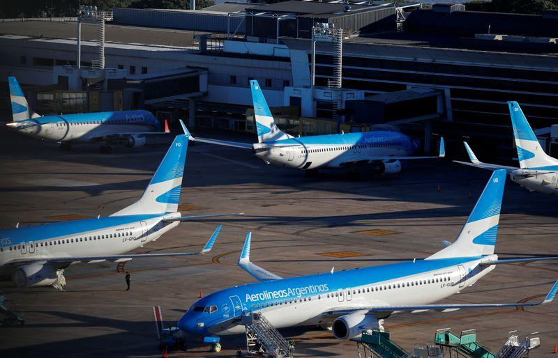 Aviones parados. Argentina es uno de los países que más demora la apertura de su avación comercial.