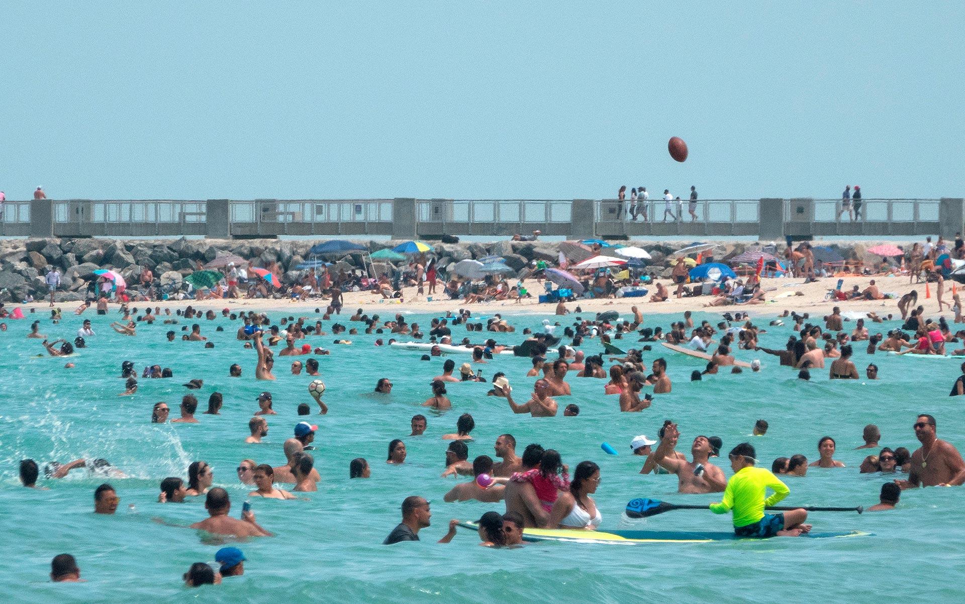 Florida se convirtió este domingo en el estado con más casos activos de coronavirus en Estados Unidos, con un incremento récord diario de 15.299 positivos, lo que eleva el total de contagiados a 269.811. (EFE)