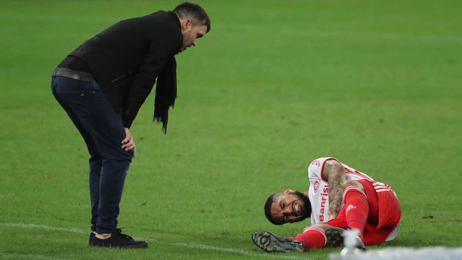 Paolo Guerrero sufrió una grave lesión y será baja en lo que resta del año  para el Inter de Porto Alegre - Infobae