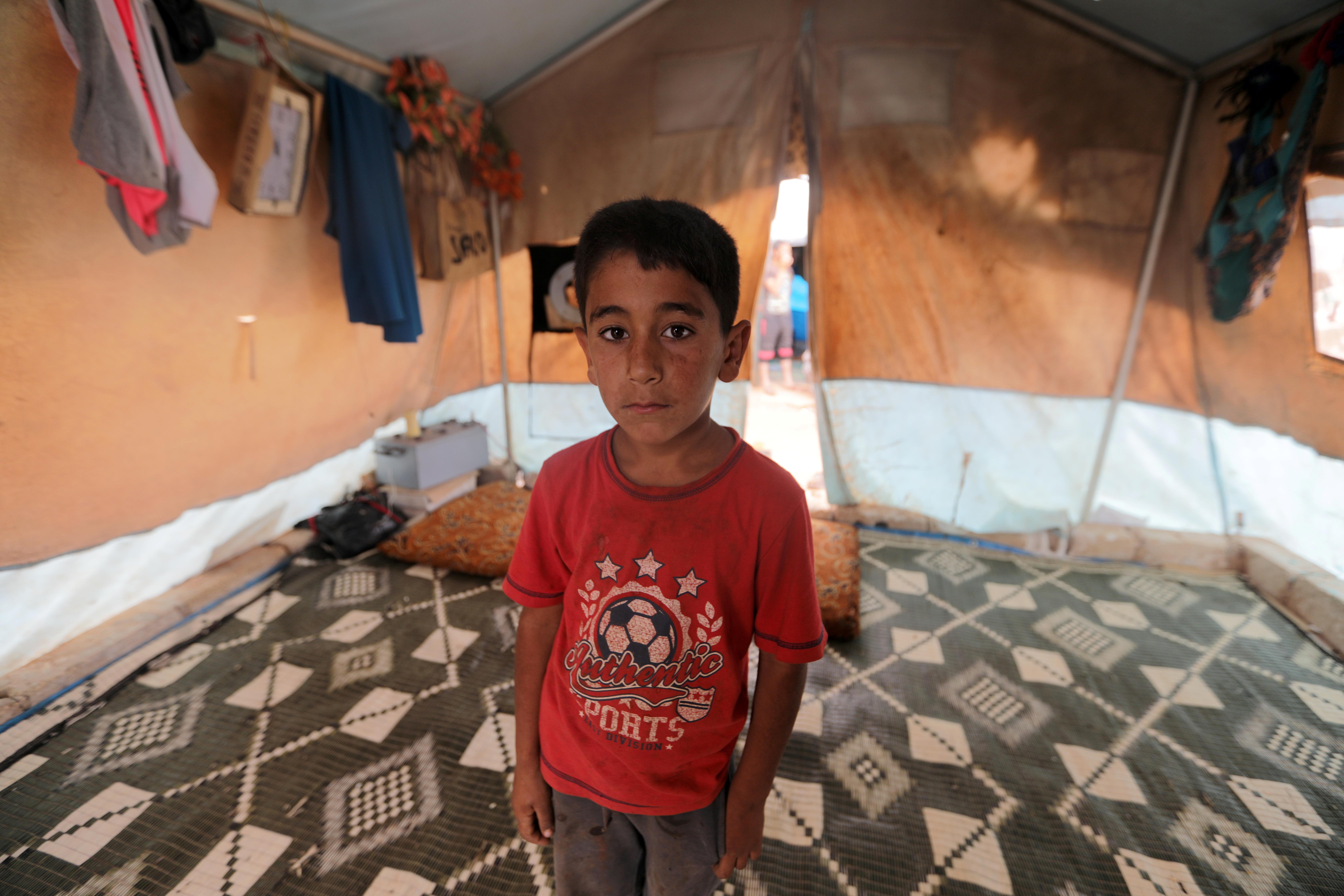"""Mohamed Abdallah, un niño sirio de 7 años desplazado de Jabal al-Zawiya. """"Cada niño representa un año en el levantamiento. Cada niño narra una historia y cada uno tiene su historia única de la guerra"""", explicó el fotógrafo Khalil Ashawi. (REUTERS / Khalil Ashawi)"""