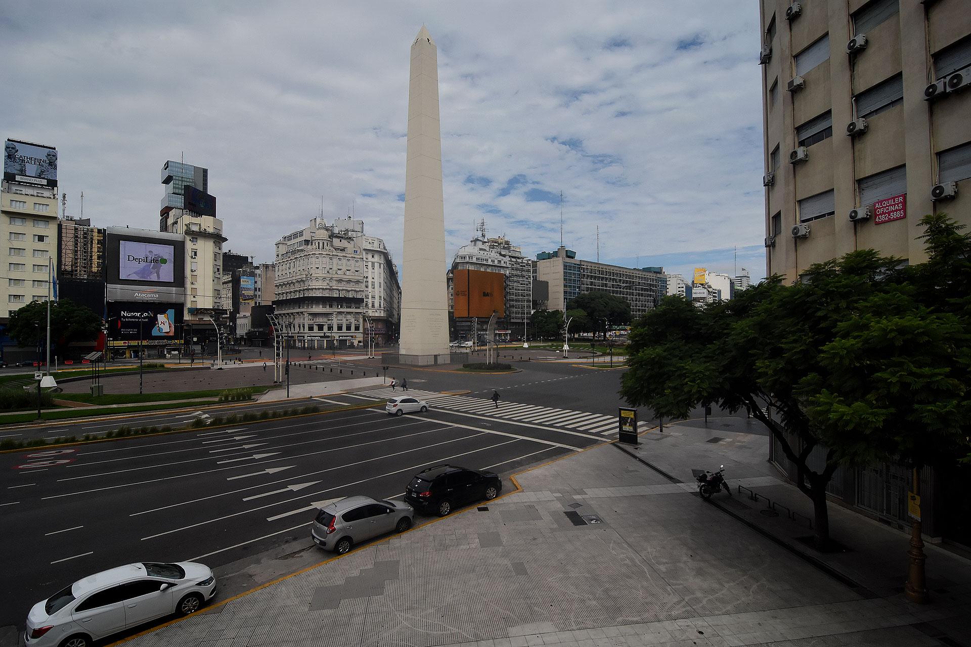 La 9 de Julio, a la altura del Obelisco, sin peatones ni vehículos