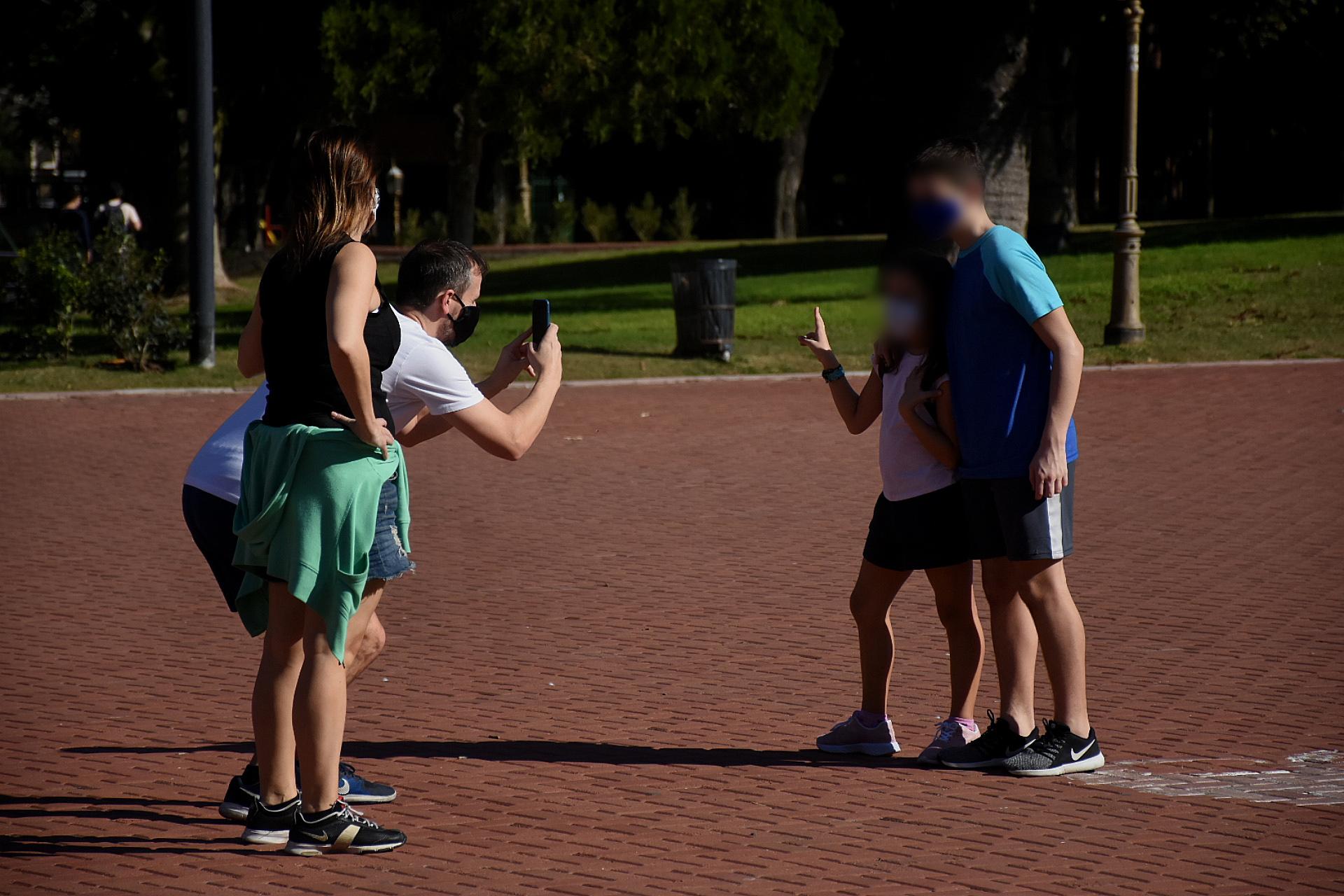 Después de muchos días encerrados, los niños aprovecharon para sacar fotos en sus paseos