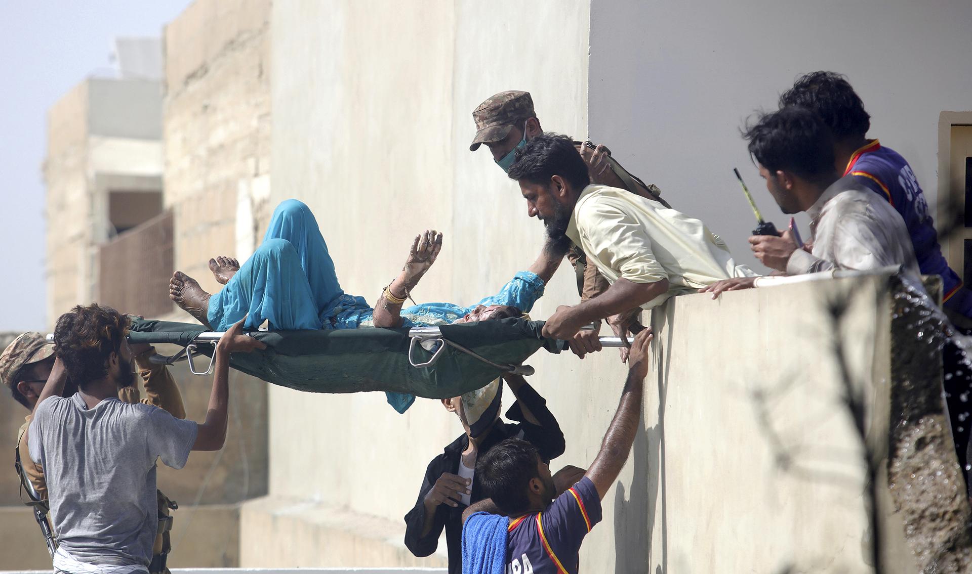 Se estrelló cerca del aeropuerto de Karachi (AP Photo/Fareed Khan)