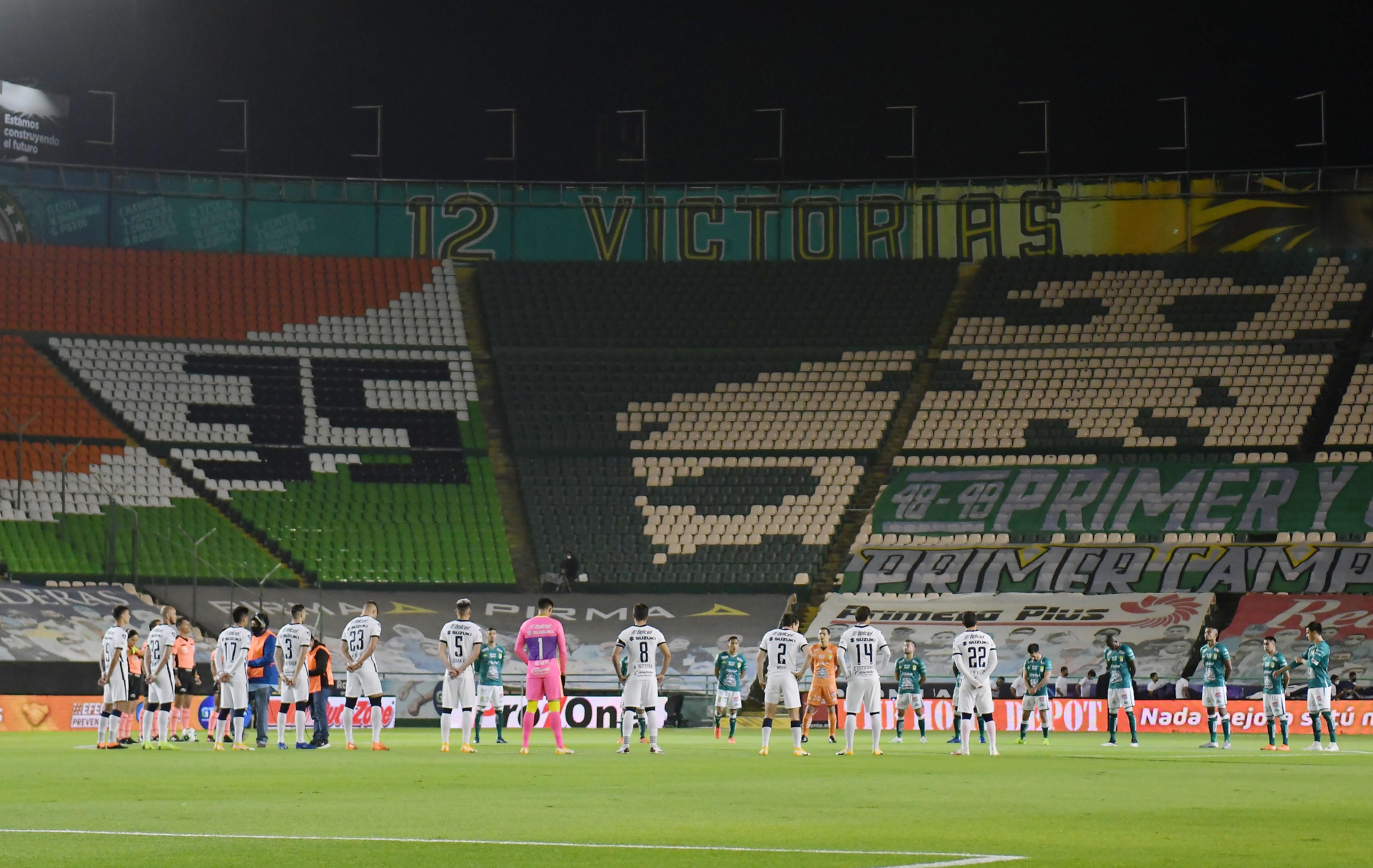 Se dedicó un minuto de silencia por el personal de salud y las víctimas del Covid-19. Estadio León, México. El 13 de diciembre de 2020.