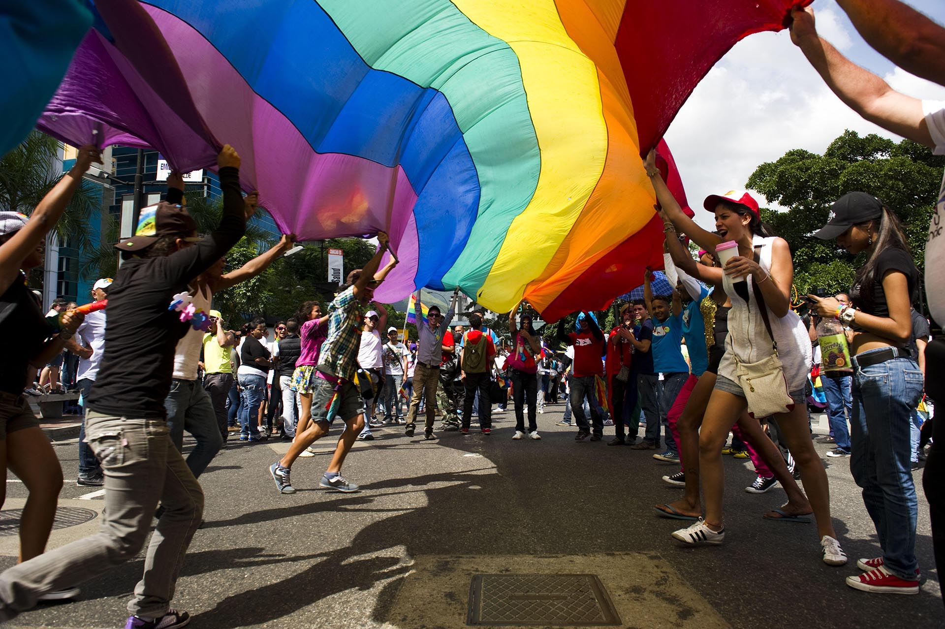 Miembros de la comunidad gay participan en el Desfile del Orgullo en Caracas el 30 de junio de 2012