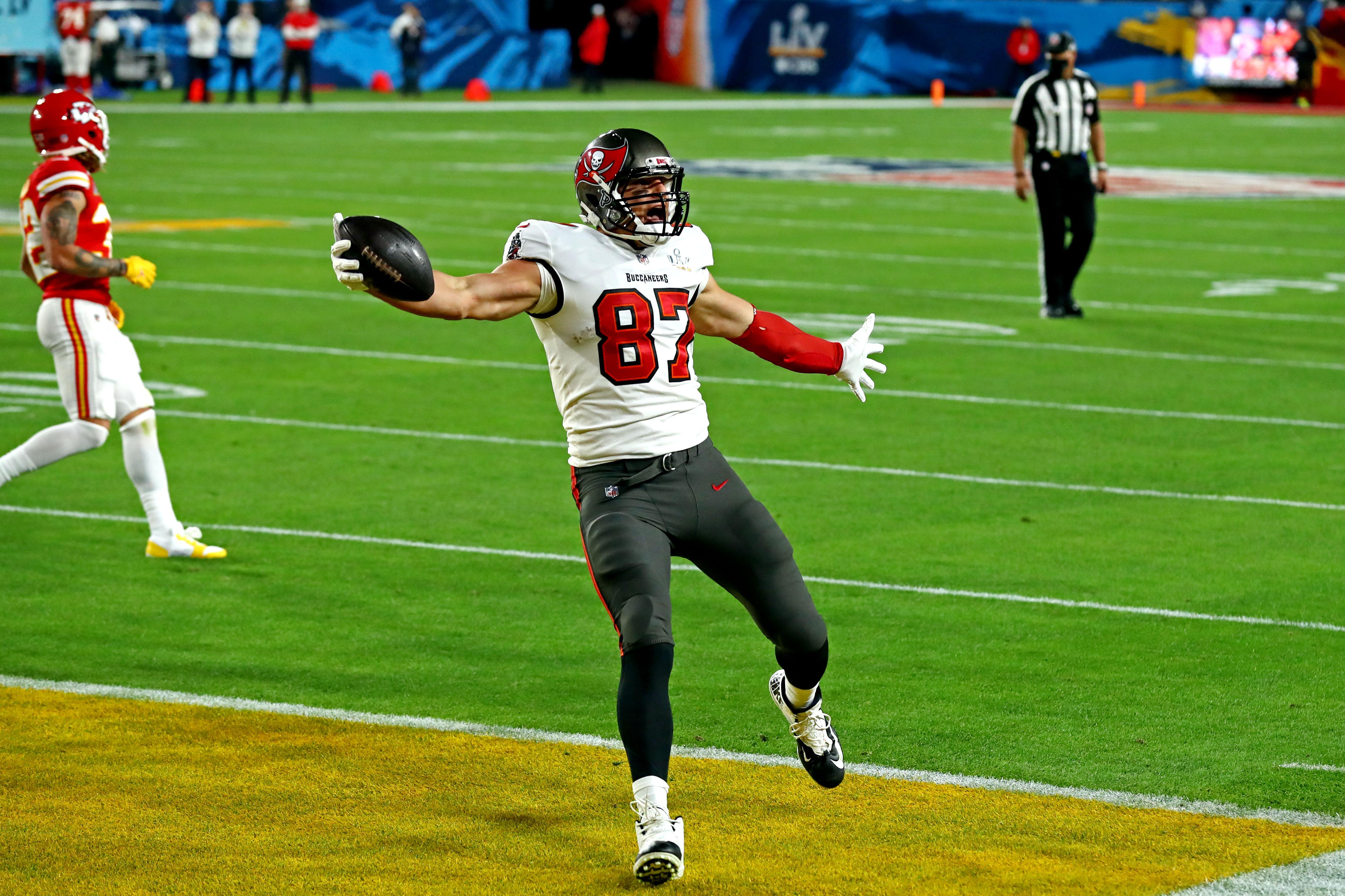 Rob Gronkowski marcó el primer touchdown de la final