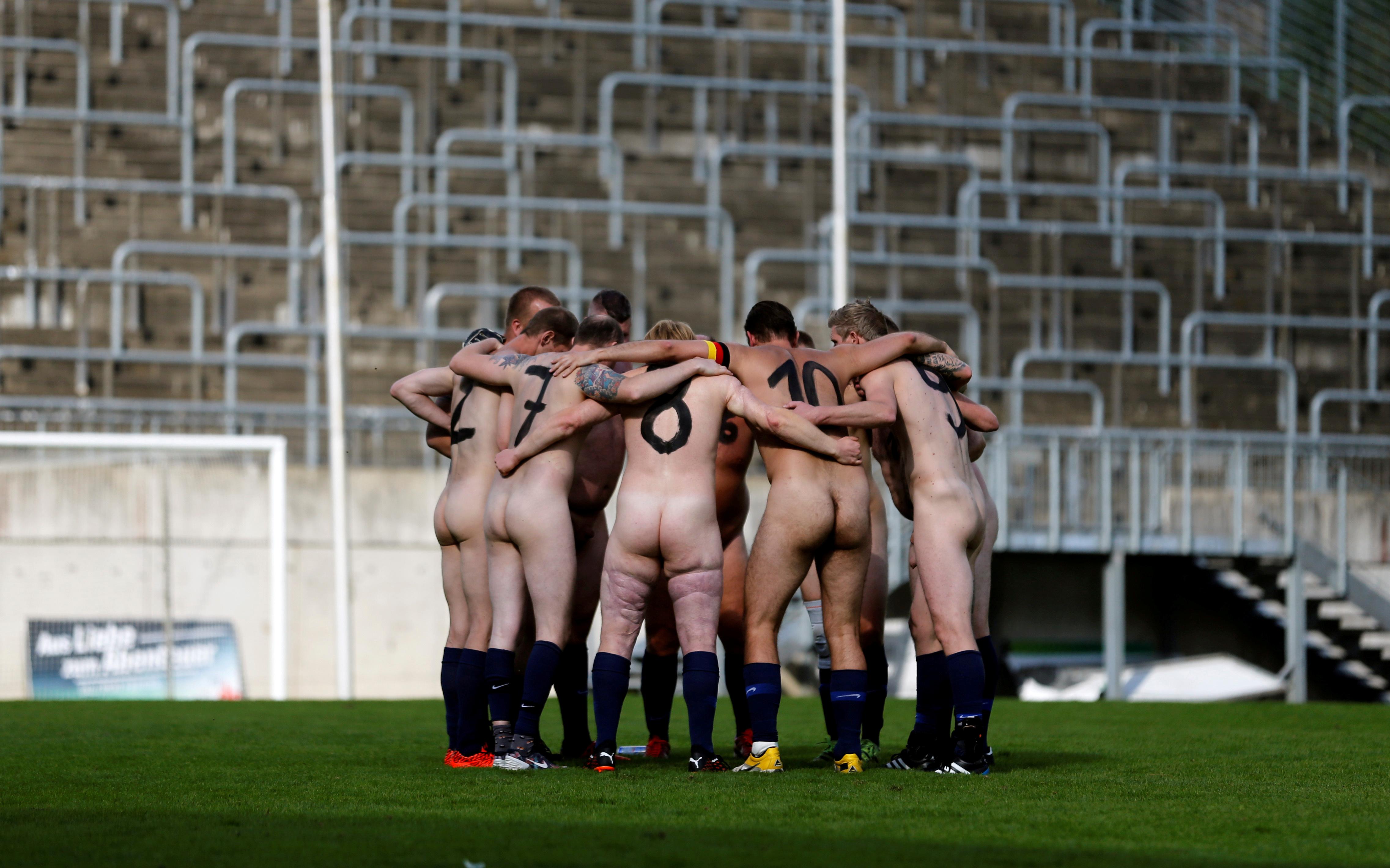 El partido se grabó por completo y será utilizado como material para una película de arte. Alemania ganó el partido nudista 7-5.