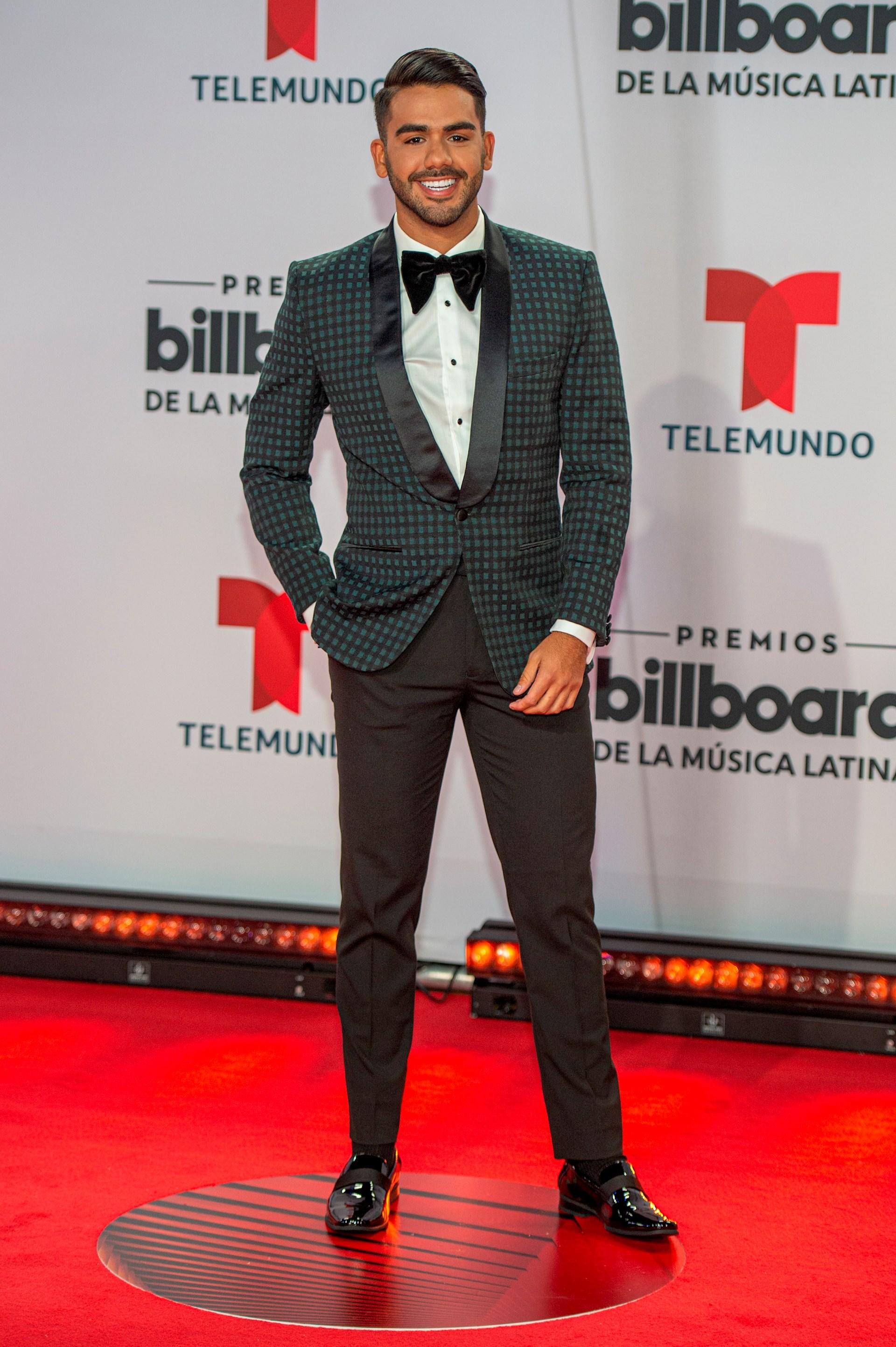 El presentador puertorriqueño Carlos Adyan posa hoy a su llegada a la alfombra roja de los Premios Billboard de la Música Latina (Foto: EFE/Giorgio Viera)