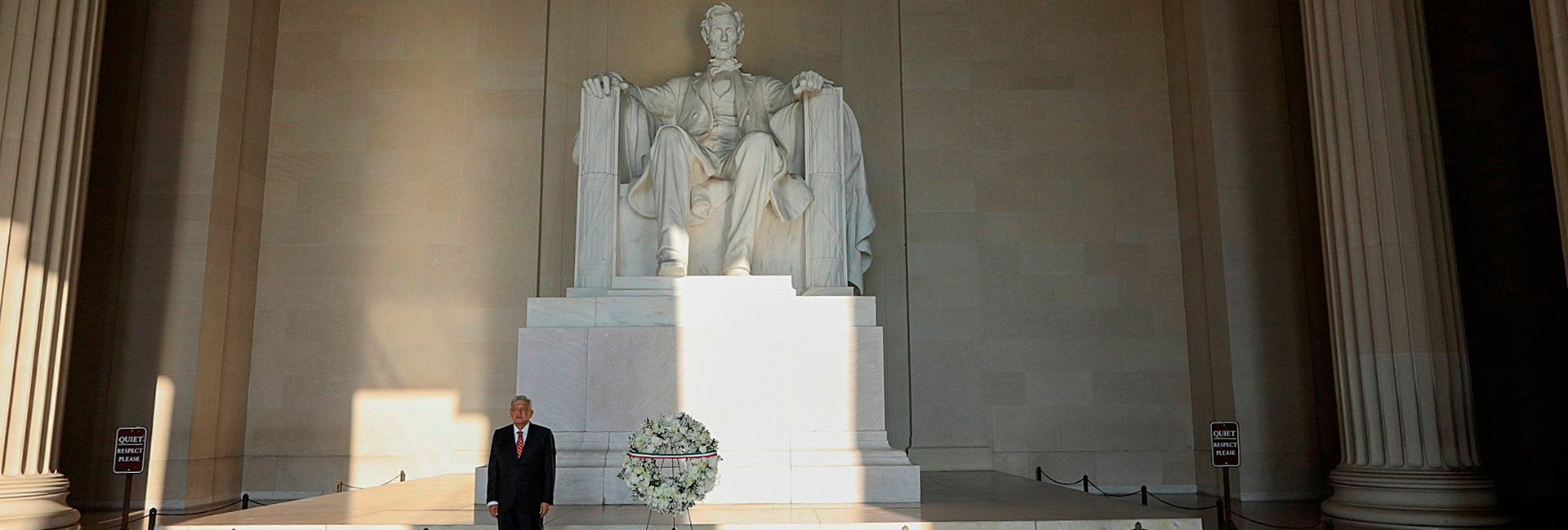 Andrés Manuel López Obrador, in front of the Lincoln memorial on Wednesday in Washington (photo: EFE)