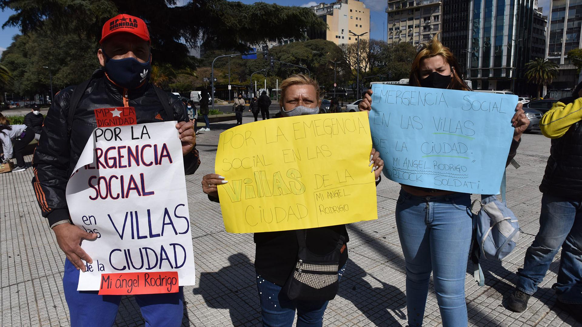 Los vecinos se los barrios populares se unieron en el centro de porteño para llevar adelante la protesta