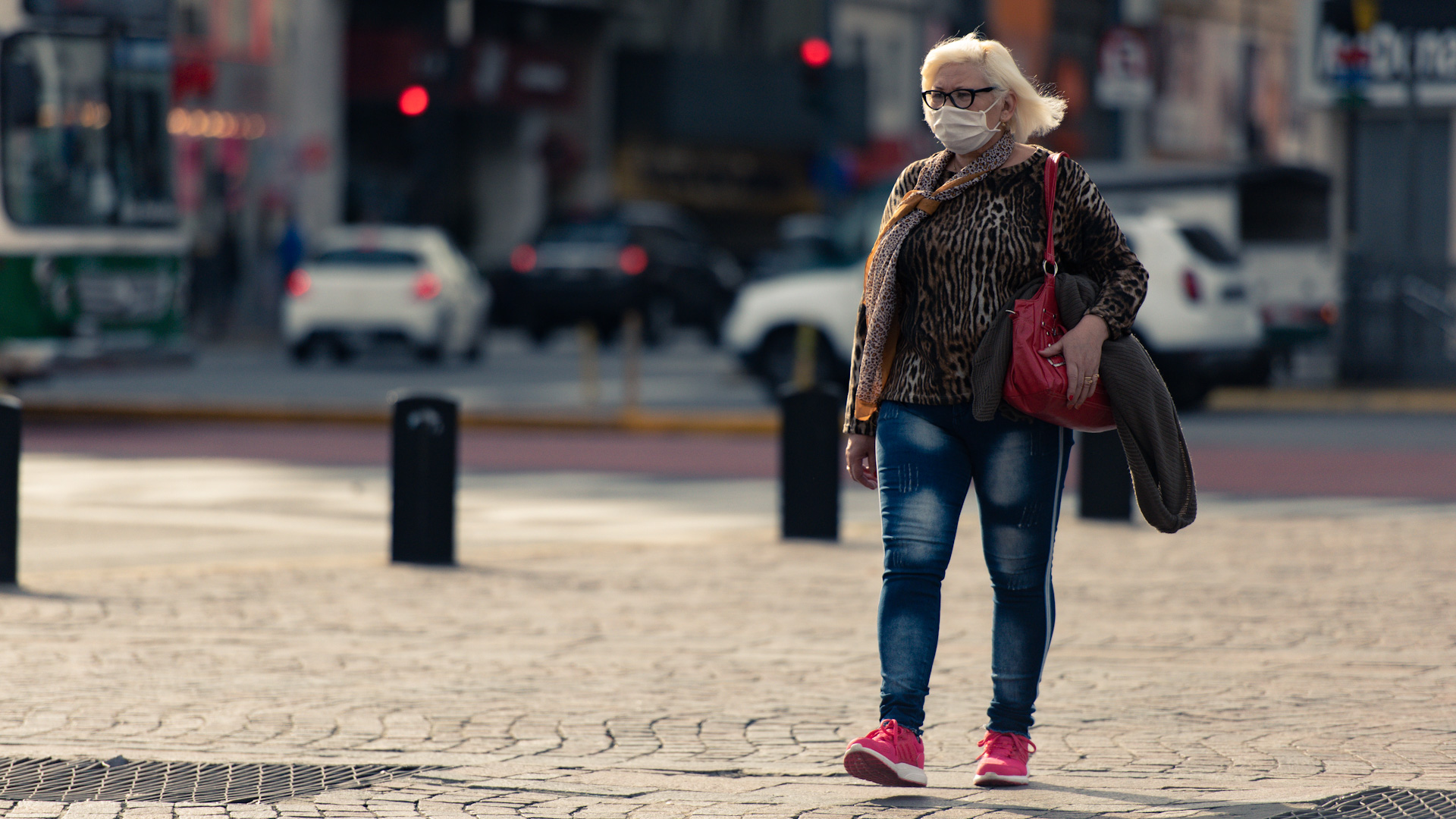 El uso obligatorio de tapabocas en la Ciudad de Buenos Aires tuvo una gran aceptación. Algunos utilizan barbijos, otros se las ingenian con creaciones caseras para tapar su boca y su nariz