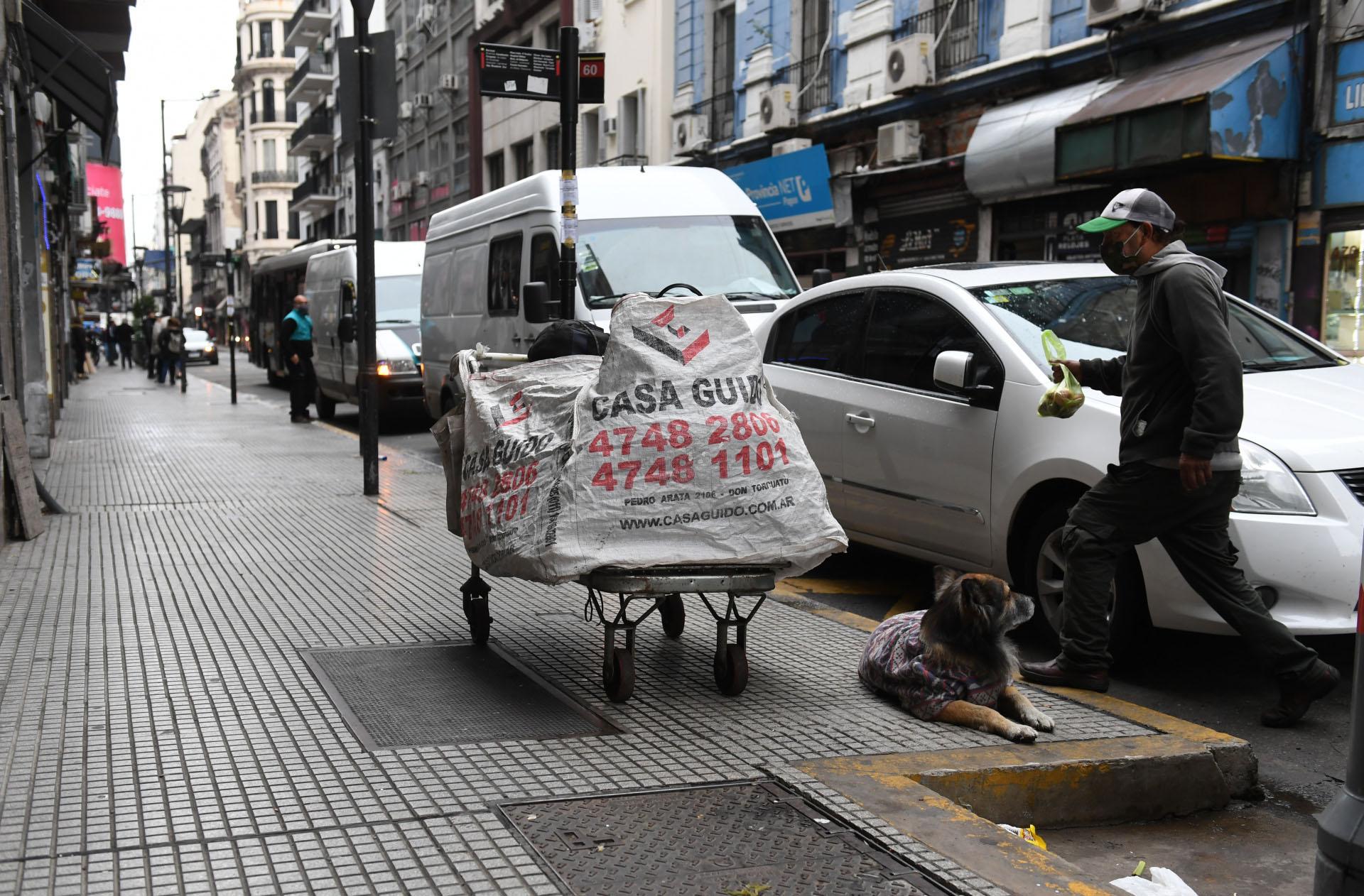 A raíz de la pandemia, el Ministerio de Desarrollo Humano y Hábitat porteño activó desde marzo el Operativo Frío para